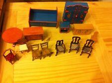 Puppenstube Puppen Möbel Schlafzimmer Wohnzimmer Schrank Bett Kommode Stühle