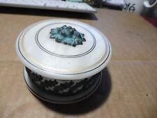petite boite  en albâtre ou marbre + decor fer ..