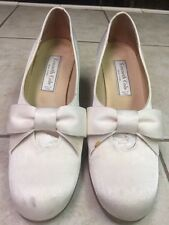 KENNETH COLE VINTAGE/VICTORIAN FABRIC CREAM/WHITE FABRIC PUMPS WITH BOW SZ. 81/2