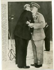 Winston Churchill receives Medaille Militaire at Invalides 1947 wire photo