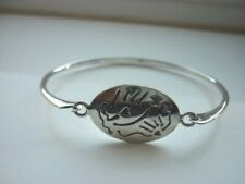 STUNNING STERLING SILVER HEARTS & STAR HINGED BANGLE BRACELET. LOVELY CONDITION