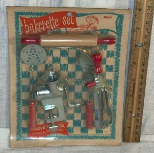 ANTIQUE VINTAGE UNOPENED TOY BAKERETTE SET COLUMBIA PA ROLLING PIN EGGBEATER USA