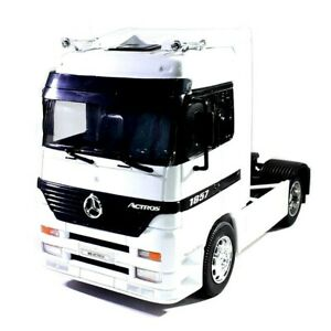 MERCEDES BENZ ACTROS 1857 CAB 4x2 in White- 1:32 Die-Cast Truck Model Welly New