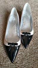 Womens TAHARI Two-Tone Bone and Black Patent Leather Flats W/Bow Shoes SZ 9M