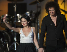 Andrea Corr and Brian May UNSIGNED photo - H5381 - Hyde Park on June 27, 2008