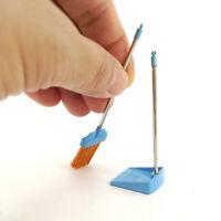 1:12 Kunststoff Besen Kehrschaufel Set Kehrwerkzeug Puppenhaus Bad Accs Blau