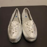 Dr Scholls E61-6C Women Silver Cutout Slip On Loafers Size 8W New
