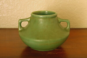 Gorgeous Vintage Camark Pottery 2-Handled Art Deco Vase #303 USA Orient Green