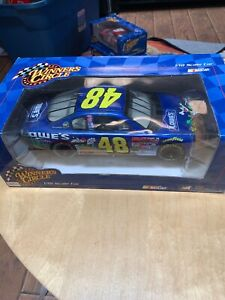 1:18 Scale Car 2002 Winner's Circle JIMMIE JOHNSON #48 LOWES LOONEY TUNES Action