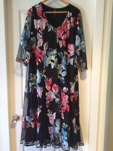 TS Taking Shape Event Wear Dress Size 22 - Perfect Condition