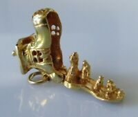 9ct Gold Charm - Vintage 9ct Yellow Gold Family in Boot Charm (2.5g)
