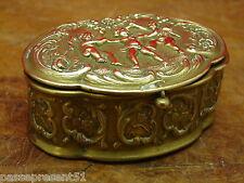 Très jolie ancienne boîte en laiton ou bronze décor anges, cupidon