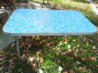 Vintage Mid Century 1950s/1960s Formica Table With Insertible Leaf Seats 4 - 6