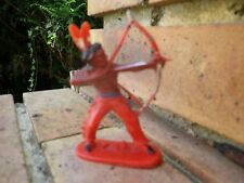 Vintage JEAN HOEFLER W GERMANY: INDIEN DEBOUT AVEC ARC, couleur rouge SUPERBE