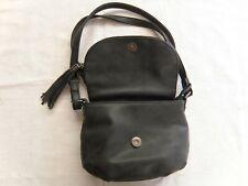 Beau petit sac à main FLORA & Co, noir cuir belle confection