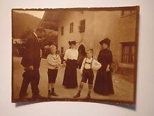 2 Jungen in Matrosen-Anzug Lederhose & 2 Frauen mit Hut & Mann - Katzen / Foto