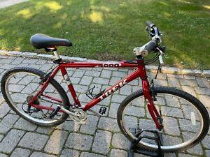 Trek USA 4000 mens mountain bike mans large red hybrid comfort aluminum bicycle
