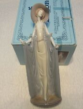 "Dama Montecarlo ""Afternoon Tea"" Lladro. #1.428. W/ Box. Issued '82. Retired '98"