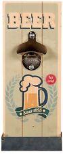 Metall-Flaschenöffner auf Vintage Holzbrett mit Auffangebehälter Beer Since 1895