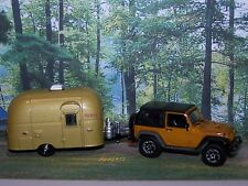FAMILY VACATION JEEP RUBICON + AIRSTREAM CAMPER 1/64 SCALE COLLECTIBLE MODELS