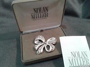 """NIB Nolan Miller """"Shining Spirit"""" Bow Ribbon Rhinestone Pin Brooch Mint!"""