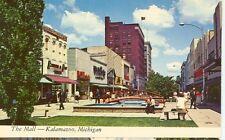 KALAMAZOO,MICHIGAN-THE MALL-(K2)-PEOPLE-(MICH-K#3*)
