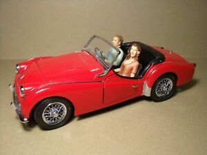 1/18 FIGURES  JOHN AND MEGHAN  VROOM  UNPAINTED  FOR  TRIUMPH TR3  KYOSHO