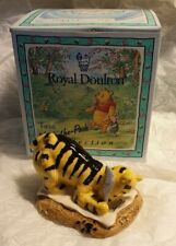 Disney Pooh collection - Royal Doulton - Tigger signs the Rissolution - Boxed