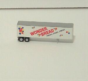Wonder  Bread   40'   Trailer    Athearn