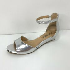 Jewel Badgley Mischka Strappy Silver Metallic Jewel Sandal Shoes Women's Sz 8.5
