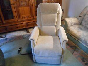 Relaxsessel Fernsehsessel TV Ruhe Sessel mit Aufstehfunktion elektrisch wie neu
