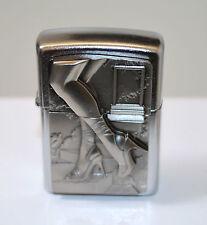 zippo Jambe de femme et chaussure cigarette relief  avec ça recharge zippo