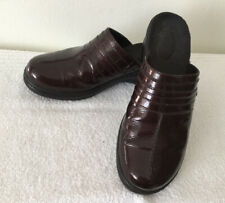 Clarks Bendables WOMENS 7.5 M Burgundy Mules Clogs Genuine Patent Leather
