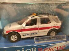 """Mercedes-Benz M320 """"Ambulancia"""" 1:43 Cararama (89)"""
