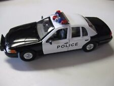 Ford Crown Victoria American Police Car black/white Model Car,  Welly 1/24 Scale