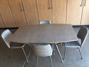 MID CENTURY DAYSTROM  DINETTE SET - Gateleg Table w FOUR Chairs  MCM NICE SHAPE!