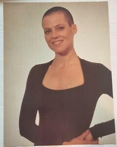 Clippings cuttings - ALIEN - SIGOURNEY WEAVER #N-0189 -  2 covers 16 pages