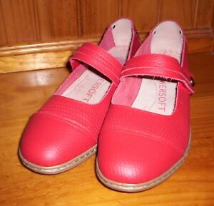 Ladies Pair of Red Mary Jane Style Shoes Small Wedge Heel RIVERSOFT Sz 39 (8) EC