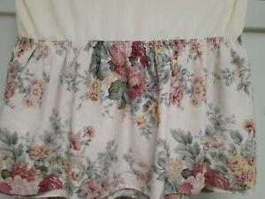 "Vintage Croscill  Bedskirt-Full 14"" drop Split Corners Clean!"