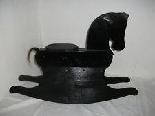 Schaukelpferd Holz. Wunderschönes schwarzes Schaukelpferd.