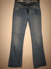 P15)  WOMENS LOVELY BLUE LEVIS 572 BOOTCUT JEANS WAIST 26  LEG 30 / ZIP FLY