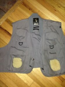 Browning grey Fly Fishing Vest Gray Size XXL lots of pockets great shape