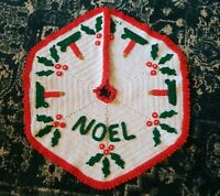 """Gorgeous Vintage Hand Crocheted Christmas Tree Skirt 26"""" Red White Green Crochet"""