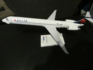Skymarks 1:150 Delta MD88 N939DL NO BOX