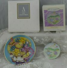 Pair of 2 Vintage Easter Collector Plates w Boxes Avon and Hallmark 1995