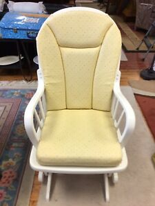 Dutailier Nursery Glider Rocking Chair with Cushions White Yellow