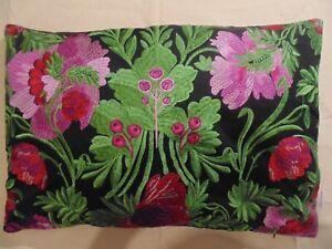 Designers Guild & Christian Lacroix Bataille De Fleurs Bougainvillier Stickerei
