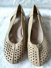 WOMEN'S EASY STREET COMFORT WAVE FLAT BROWN CASUAL SHOES SIZE 6.5 MEDIUM IN EUC