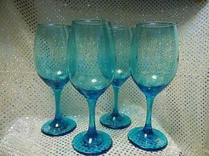 SET OF 4 CLEAR BLUE WINE GLASSES (8E353)
