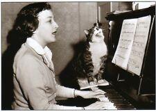 schwarz-weiße Ansichtskarte: Meistersinger - Frau und Katze singen am Klavier